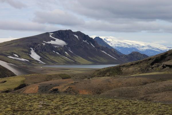 Vue du lac d'Álftavatn et du refuge depuis l'ascension du Jökultungur